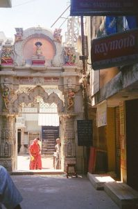 Jain_temple_in_Chickpete_in_Banagalore