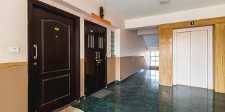 Chalet-Rivera-Service-Apartment-Entrance-770x386