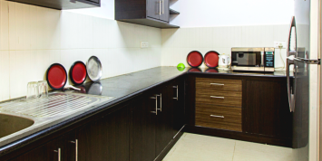 Chalet-Rivera-Service-Apartment-Kitchen-Featured-770x386