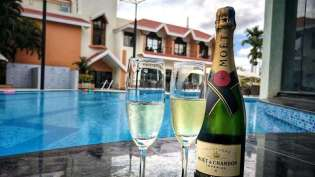 Clarks_Exotica_Convention_Resort_Spa_Bangalore_Aiport_Hotels_Bangalore_Resorts_With_Spa_Champagne_laqj1y