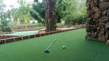 Golf_Green_Water_Cascade_at_Fantasy_Golf_Resort_Bangalore_rf3mjf
